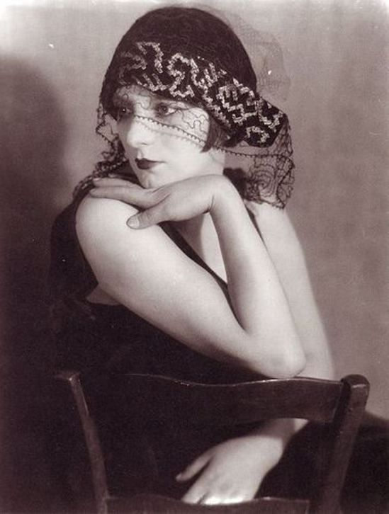 Man Ray. Kiki de Montparnasse 1927. Via flick