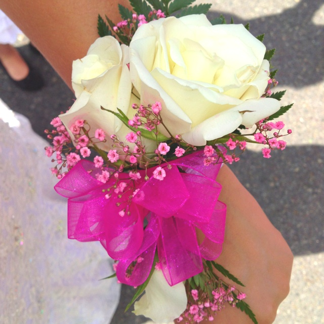 Prom Corsage! http://love-and-daydreams.blogspot.com