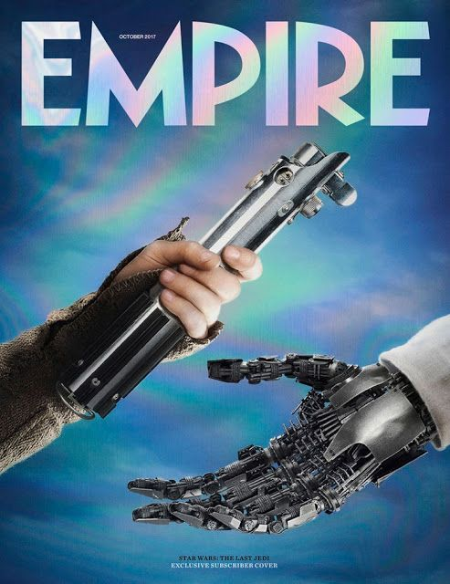 Imagen  de la mano de Rey entregando a la mano robótica de Luke su sable de luz  en Star Wars: The Last Jedi