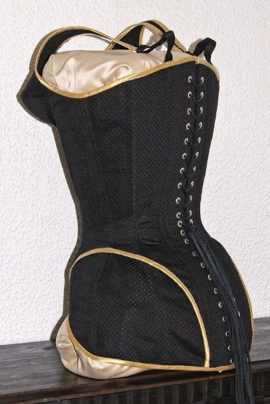 Überbrustkorsett im S-line Schnitt ähnlich wie S-10,hier aber keine angeschnittene Büste wie im viktoranischem Style,sondern mit auf Bügel modellierten BH-Cups