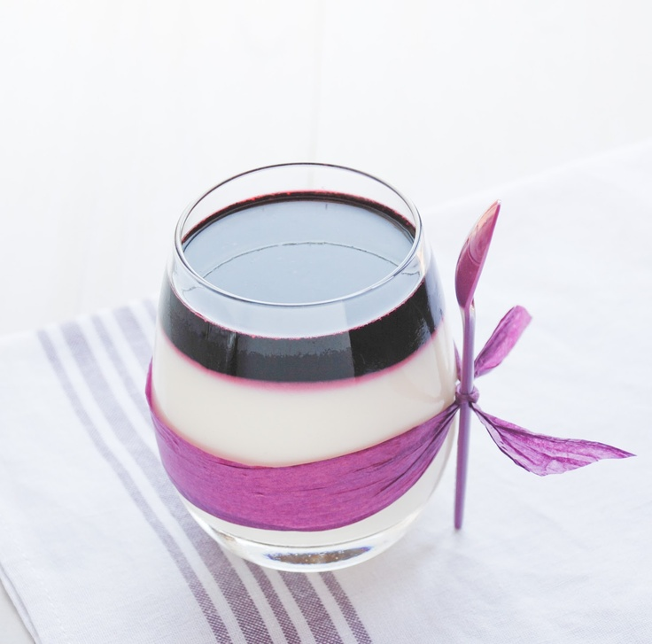 Mousse de mascarpone con gelatina de arándanos