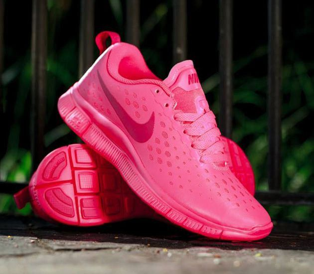 Trendy Women's Sneakers : Nike Free Express – Hyper Pink / Vivid Pink -