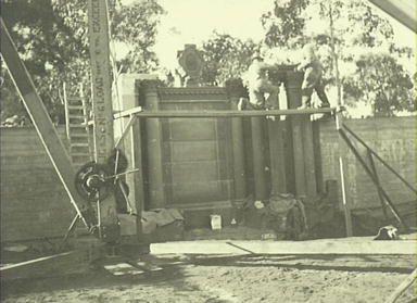 Everglades Leura 1933 - 1943, building the garden theatre