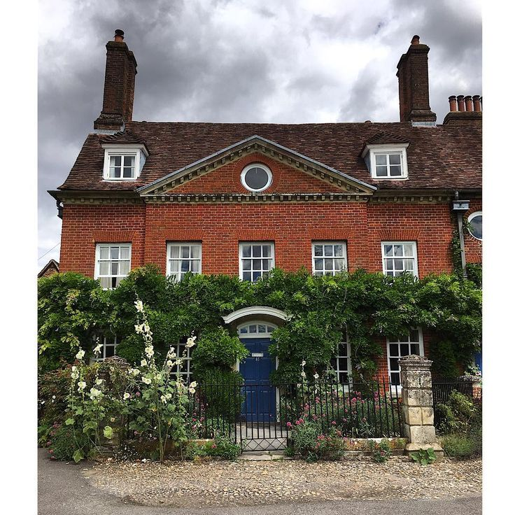 468 best dream home images on pinterest country cottages for Georgian townhouse garden design