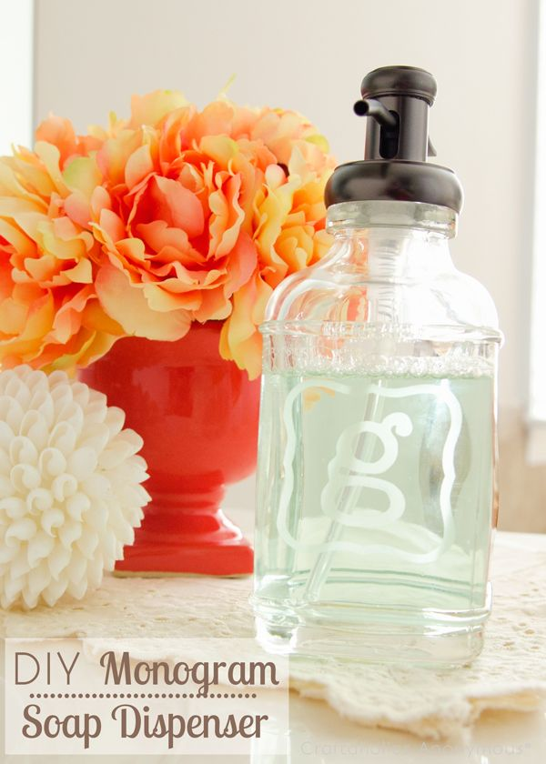 Glass etched monogram soap dispenser. What a great Christmas or wedding gift idea! #monogram #craft #gift