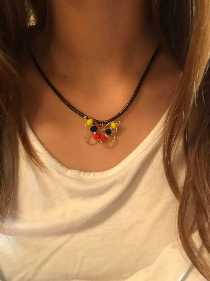 Collar de mariposa Tricolor