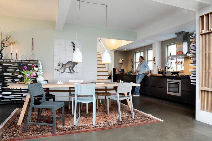 VRIENDEN is een nieuw Nederlands meubelmerk dat design op een totaal andere manier bij de liefhebber wil brengen. Je kunt de collectie bekijken bij Vrienden, een netwerk van particuliere kijkpunten, en exclusief kopen via vanvrienden.com. De officiële launch van VRIENDEN is in september 2016 maar we willen onze collectie nu al presenteren. We zijn benieuwd wat jullie vinden! #vanvrienden