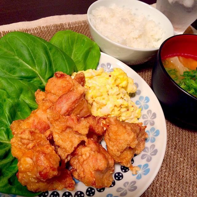 さつまいも見えないけど…  昨日の晩御飯は、前日のリクエストにより唐揚げ!…ではなく鶏ザンギに初挑戦(自分の好みとの折衷案。笑) 唐揚げに似てるんだけどなんかさっぱりしてて、マヨネーズいらないねーって話してました☺︎ - 14件のもぐもぐ - 鶏ザンギ/卵サラダ/さつまいもの味噌汁 by yukittttty