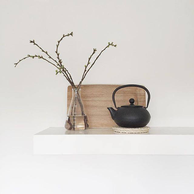 Op de keukenplank. #detail #onmyshelf #simple #thrifted #homedetails #whiteliving #interior