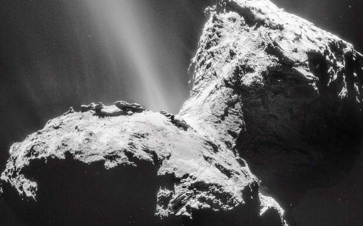En étudiant de près les bandes d'absorption des nébuleuses, deux astrophysiciens français proposent de regarder sous un autre angle la matière organique découverte par Rosetta et Philae dans la...