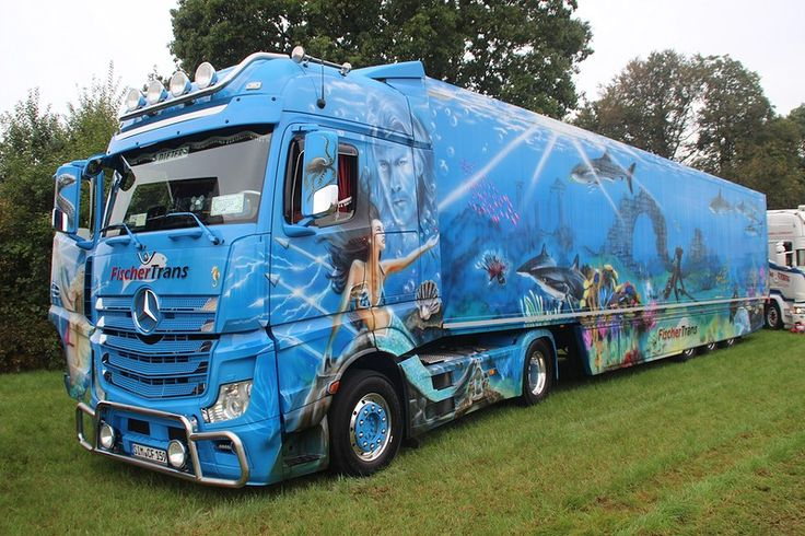 What is better then a showtruck? A showtruck with a showtrailer ofcourse! ;-)