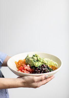 Ce qui est génial avec cette salade, c'est qu'on peut apprêter les ingrédients à l'avance et les assembler au moment de servir sans problème. C'est donc parfait pour un lunch ou pour préparer la veille pour le souper du lendemain quand on sait qu'on sera débordé.