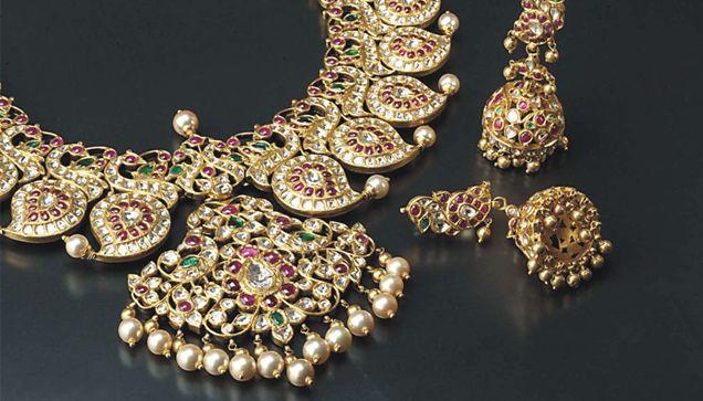 Indian Jewellery and Clothing: Traditional magaya mala / mango mala from Amrapali jewellers..
