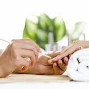 5 signs you need to run, not walk, out of your nail salon
