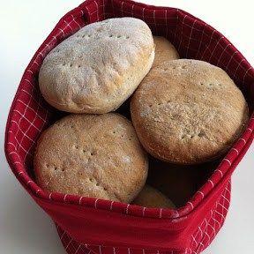 Helgfrukostar är ju bland det bästa som finns;) Då har man tiden att baka färskt bröd och det förhöjer verkligen… Dessa Tekakor blev jätte goda, lite grövre än de vanliga som jag brukar göra! Dessa Tekakor blev lite extra fluffiga då jag använde Manitoba cream istället för vanligt vetemjöl! Riktigt fina och fluffiga! Du behöver: ... [Read more...]