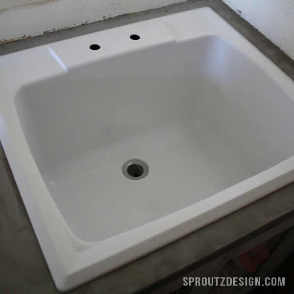 An easy tutorial for repainting a plastic sink - sproutzdesign.com