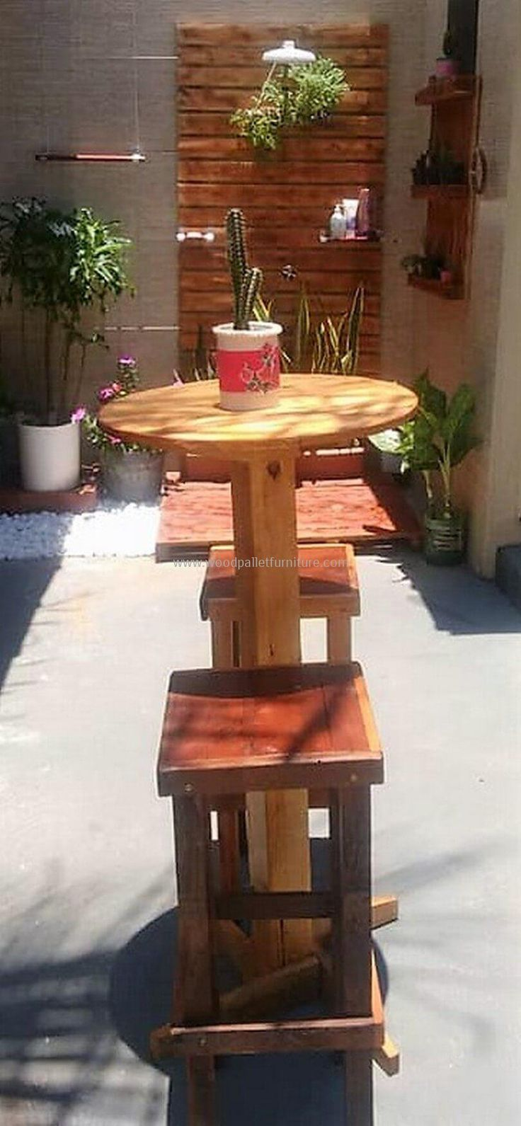 pallet patio furniture and planter wall art