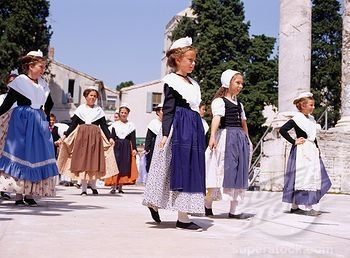 25+ best ideas about Traditional french clothing on Pinterest ...