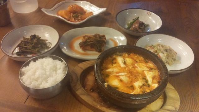 ソウル(韓国)家庭料理から伝統韓定食まで一気に堪能!!