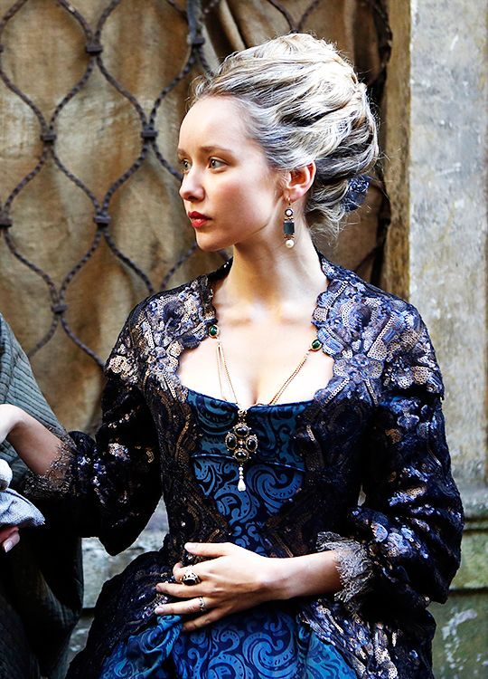 Alexandra Dowling in 'The Musketeers' (2014).