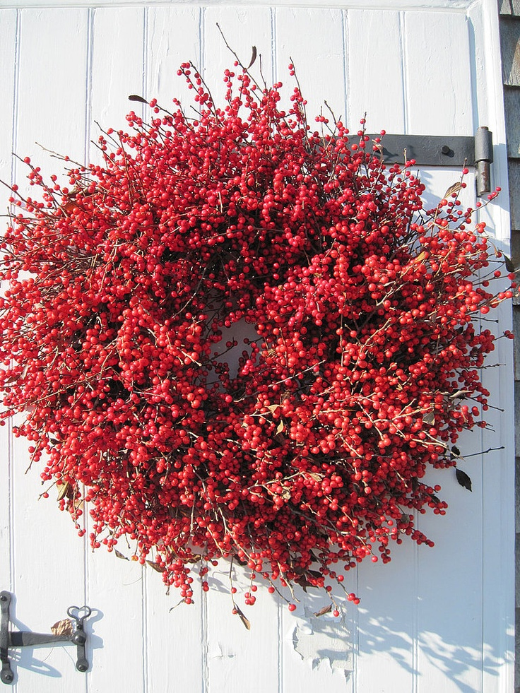 Decorating With Holiday Wreaths