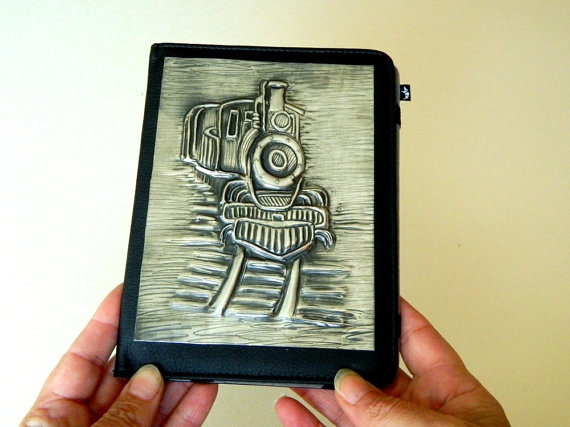 A Kindle cover designed specifically for a man. A great Fathers Day Gift. This vintage steam train pewter repousse image is designed to fit on various Kindle models.