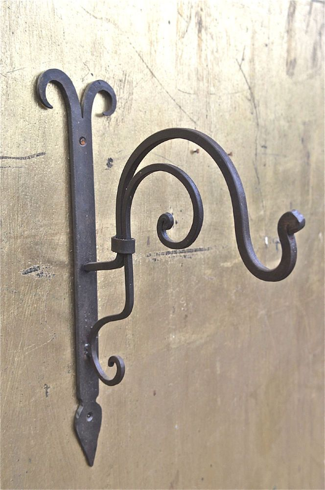 LARGE BLACKSMITH MADE WROUGHT IRON HANGING BASKET BRACKET LANTERN BRACKET CB1