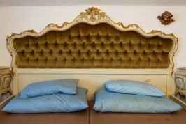 Presidenti e rifugiati nello stesso letto Il Kobenzl è un hotel splendido, che sorge tra cielo e terra. Situato sopra a Salisburgo, è stato per molto tempo il punto d'incontro di arte e politica, prima di servire per qualche mese come centro #hotel #salisburgo #migranti