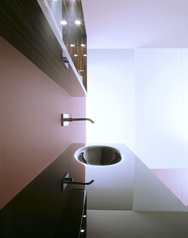 Dal lavoro di sapienti maestri vetrai, la vasca fusa in pezzo unico #arredobagno #bagno #design