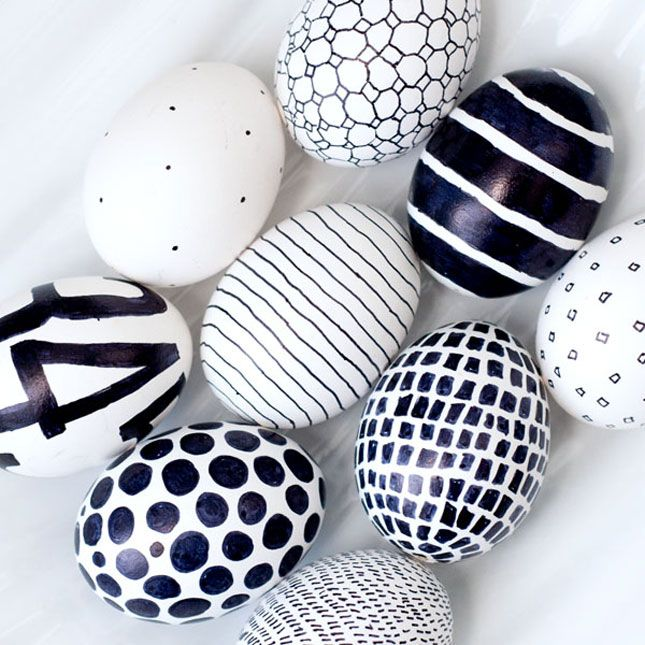 Black and white eggs (done with Sharpie) | 40 Creative Easter Eggs