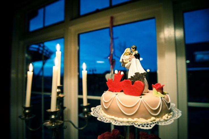 Bruidstaart met romantische topper