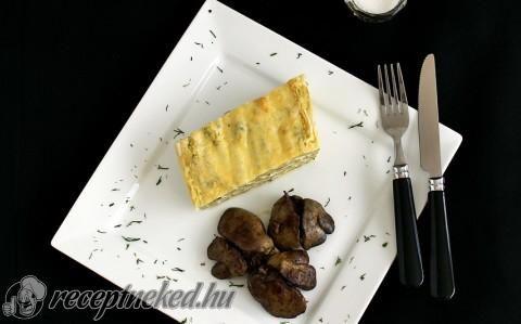 Csőben sült sajtos-tejfölös zöldbab fűszeres csirkemájjal