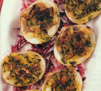 A Taste of Portugal! Yum!! Portuguese gratinated clams on red cabbage...Gratinating is a very interesting way of preparing food – it descends from the French cuisine and consists in cooking in a savory juice or sauce until this last ones are absorbed and a crisp surface appears on a dish. You can gratinate almost everything, however, it proves perfect especially in case of fish and frutti di mare. #Portugal