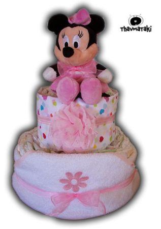 Πανέμορφο thavmataki με την αγαπημένη Minnie! Περιέχει 2 ορόφους πάνες, μια μπουρνουζοπετσέτα για το μπάνιο της μπέμπας, ένα σεντονάκι-πάνα αγκαλιάς, μια υπέροχη λουλουδάτη κορδελίτσα για τα μαλλάκια, και φυσικά την λούτρινη Minnie. Τιμή 50€