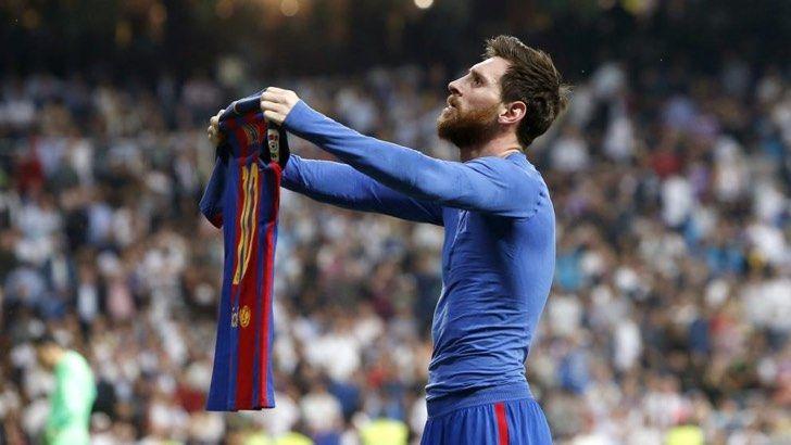 Antonela Rocuzzo posa entre Messi y Maluma. Un oculto detalle reveló a quién ella prefiere realmente