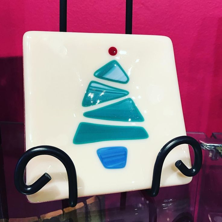 How sweet is this little #christmastree #trivet by bilby glass? Sooo cute!