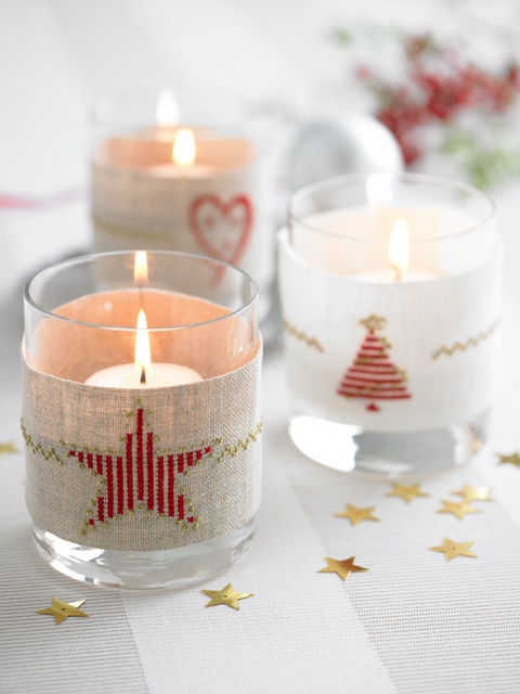 How to cross-stitch lovely linen bands for glass tumblers to be used as delicate holders for tea lights. Stitched mainly in red, the gold metallic highlights will add a touch of sparkle to your Christmas Eve supper.Lights, Jars Crafts, Xmas, Candles Holders, Candles Diy, Natal Christmas, Fun Candles, Beads Candles, Candles In Glass Jars