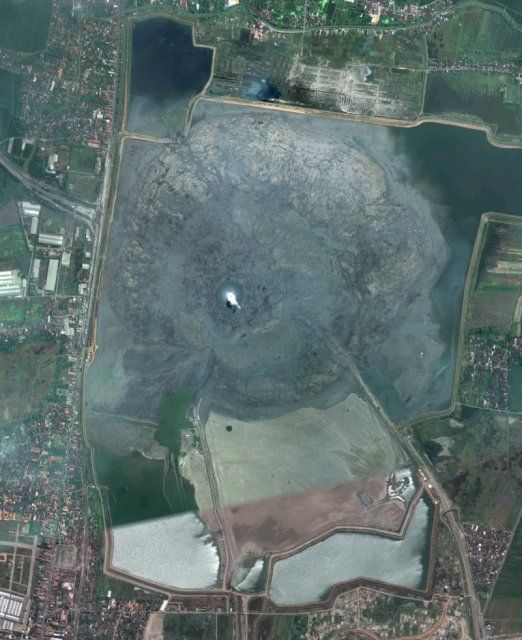 SidoarjoSidoarjo, Indonésie Quand la prospection pétrolière vire à la catastrophe ...  https://www.youtube.com/watch?v=qXtqe_OeoQ0