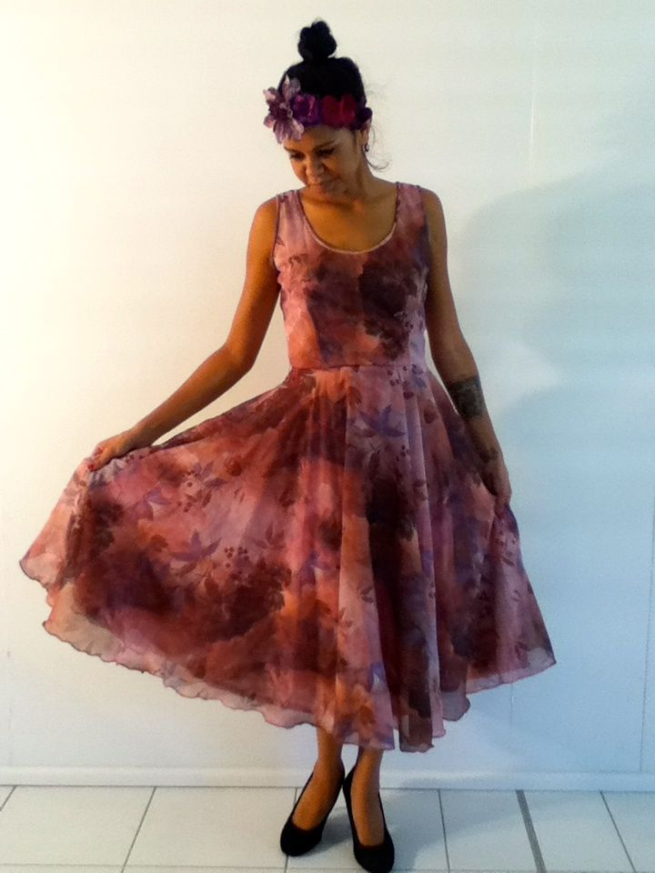 XS-S / AU 6-10 $30 L: 115cm B: 86cm W: 58cm    Love this European floral vintage dress. It has a full flowing skirt botton. The purple colours and print are Amazing!!.