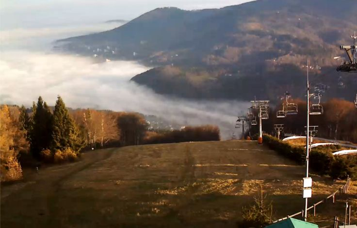 Dzień dobry Ustroń! ;) Mamy dziś bardzo mglisty poranek, który z naszej perspektywy wygląda jakbyśmy byli ponad chmurami. Super widok! :)