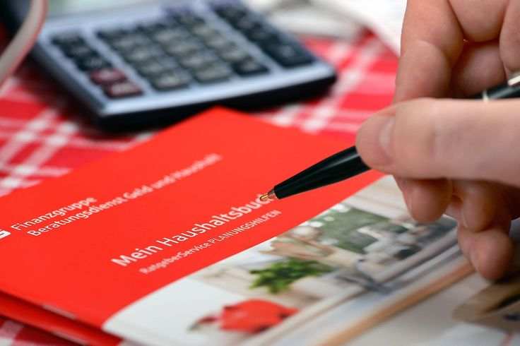 """Die kostenfreie Broschüre """"Mein Haushaltsbuch"""" ist auf www.geld-und-haushalt.de erhältlich. - Foto: djd/Beratungsdienst Geld und Haushalt/Peter Himsel, www.himsel.de"""