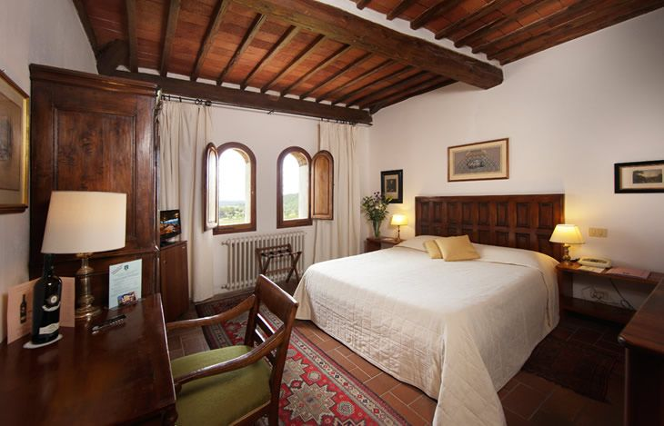 @Relais Vignale Superior Room. Elegantly furnished in rustic Tuscan style with antique furniture, they are all located in the annex of the hotel, equipped with all the modern conveniences, commanding superb views over the valley. #hotel #interiordesign #tuscany #chianti