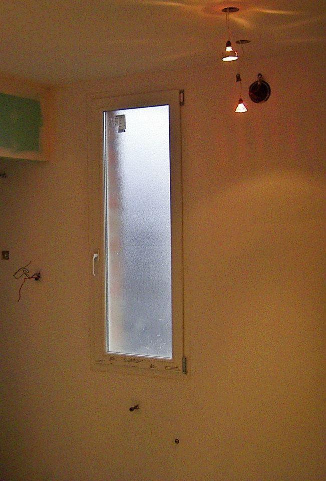 Fenêtre PVC 1 ouvrant, double-vitrage 24 mm brouillé, sur-mesure à prix d'usine (Gefradis.fr).