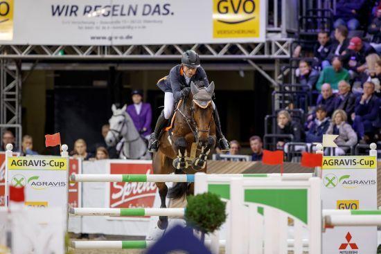 El jinete alemán Philip Rüping se mostró sólido en casa para llevarse la victoria en el Prize of AGRAVIS and regionalen Raiffeisen-Genossenschaften.