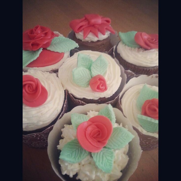 Chocolate cupcakes red roses ribbons and bows mmf marshmallow fondant leaves white buttercream icing