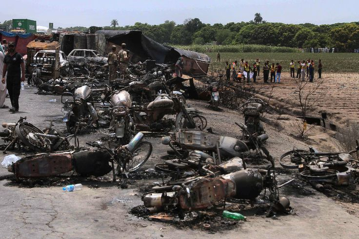 "Death toll rises to 157 after oil tanker explodes in Pakistan Sitemize ""Death toll rises to 157 after oil tanker explodes in Pakistan"" konusu eklenmiştir. Detaylar için ziyaret ediniz. http://www.xjs.us/death-toll-rises-to-157-after-oil-tanker-explodes-in-pakistan.html"