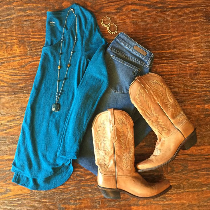 Insta-Style: Five Days of Casual Fall Outfits  : Outfit #3:  Teal Tunic + Skinny Jeans + Cowboy Boots #dailymomstyle #easyoutfits #packinglists #style #getyourprettyon