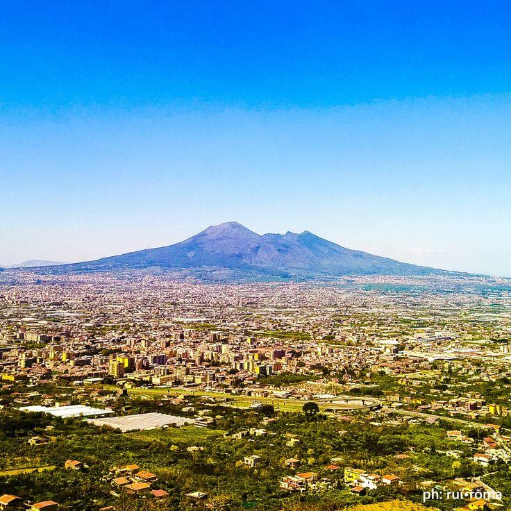 ...si fumm' o si nun fumm' 'o faje rumore 'o fuoco che te puort' dint' o core... Chest'è. #Napoli #Vesuvio #vulcano #DolceVita #LavaciColFuoco #paradise #paradiso #inferno #photo #photography #philosophy #Italy #Italian #life #light #style #cool #ammore #love #Naples #Campania #italy #instagood #instacool #ig_napoli #photooftheday #ruiroma