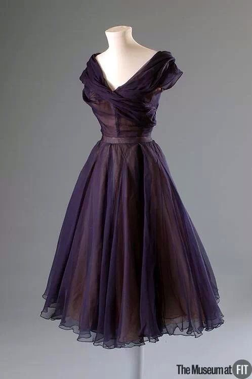 Pin By Annie On Historic Style Pinterest Clothes Vintage And Vintage Gowns