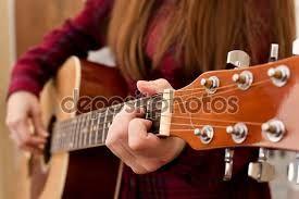 Картинки по запросу игра на гитаре девушки